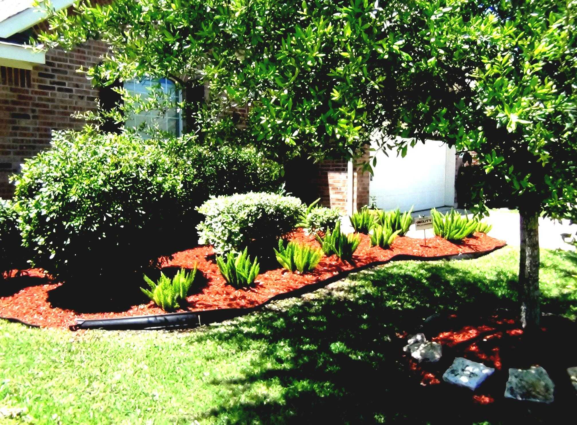 mesmerizing-landscaping-using-mulch-for-popular-simple-ideas-landscape-with-and-rocks-vs-stone-fabric-la